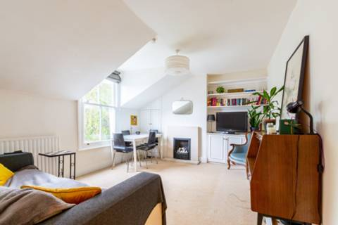 View full details for Dalebury Road, Earlsfield, SW17