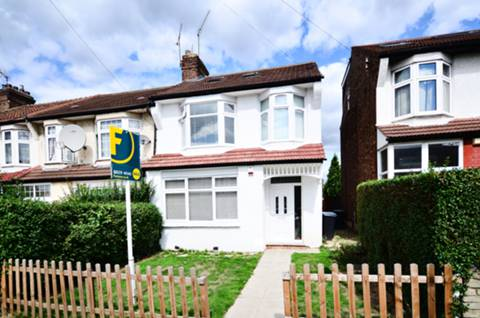 View full details for Shrewsbury Road, Bounds Green, N11