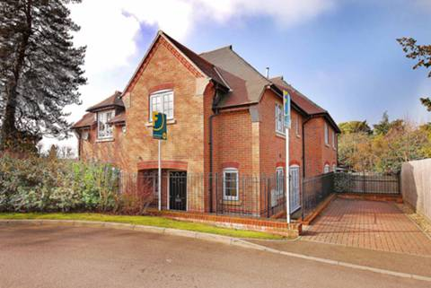 View full details for Kyngeshene Gardens, Guildford, GU1
