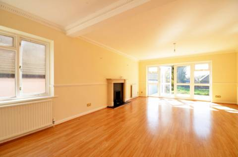 View full details for Eversley Park Road, Winchmore Hill, N21