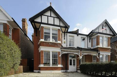 View full details for Chatsworth Gardens, Ealing, W3