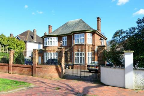 View full details for Broad Walk, Winchmore Hill, N21