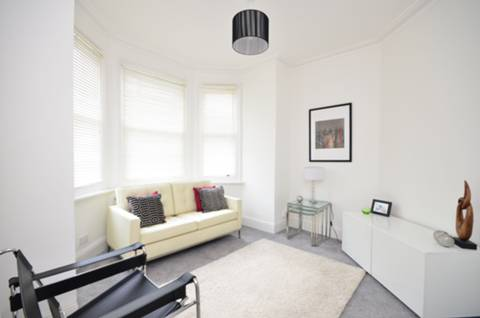 View full details for Avondale Road, Palmers Green, N13
