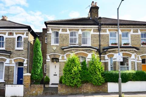 View full details for Wakehurst Road, Between the Commons, SW11