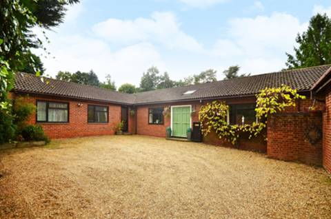 View full details for Perry Hill, Guildford, GU3