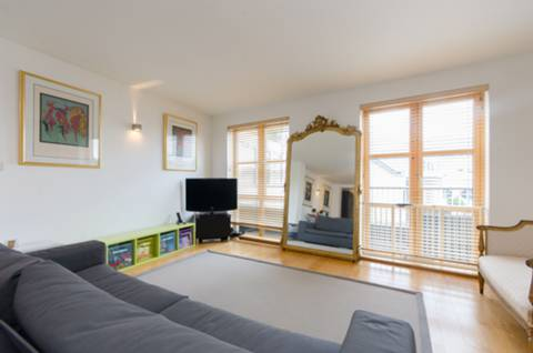 View full details for Farm Lane, Fulham Broadway, SW6