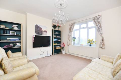 View full details for Warwick Road, Bounds Green, N11