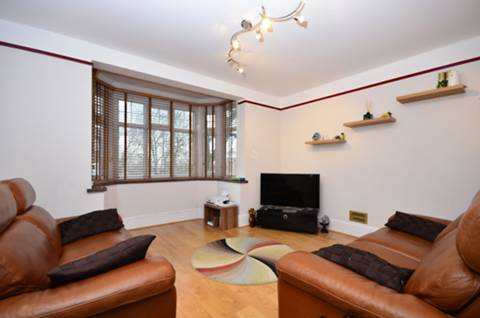 View full details for Oakleigh Road North, Friern Barnet, N20
