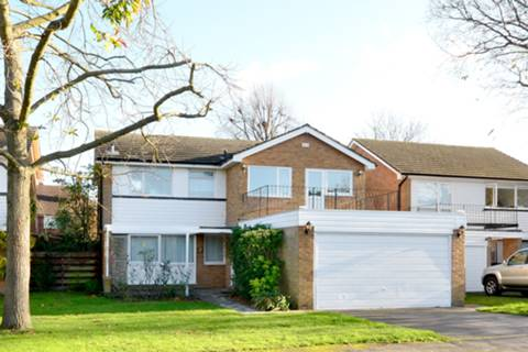 View full details for Martingales Close, Petersham, TW10