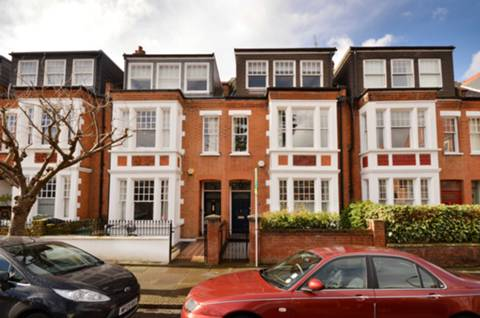 View full details for Balmuir Gardens, Putney, SW15