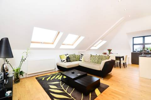 View full details for Bourne Hill, Palmers Green, N13