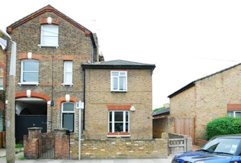 View full details for Evelyn Road, Richmond, TW9