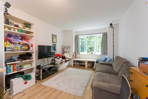 View full details for Ardross Court, Ealing Common, W3