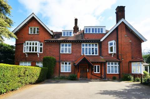 View full details for New Road, Esher, KT10