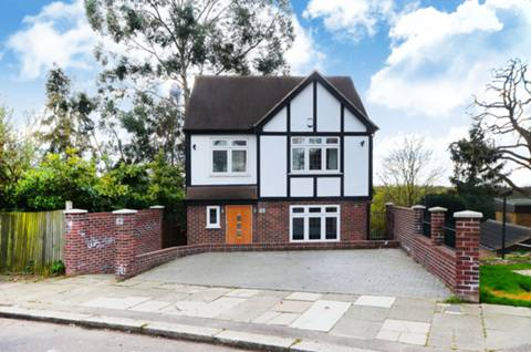 View full details for Bush Hill, Winchmore Hill, N21