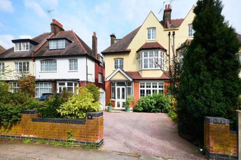 View full details for Wellington Road, Bush Hill Park, EN1