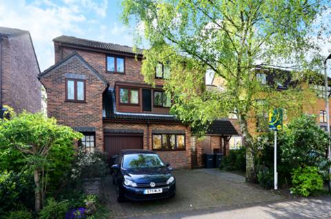 View full details for Finsbury Park Avenue, Finsbury Park, N4