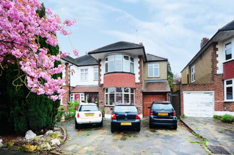 View full details for Sheringham Avenue, Oakwood, N14