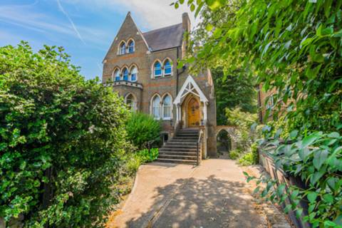 View full details for Crescent Road, Crouch End, N8