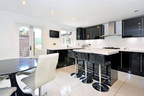 View full details for Faversham Avenue, Enfield, EN1