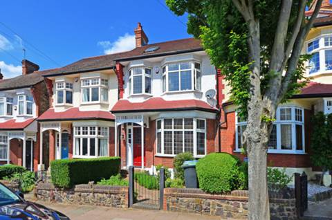 View full details for Broomfield Avenue, Palmers Green, N13