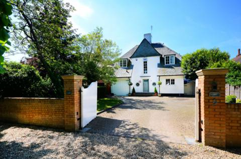 View full details for Private Road, Bush Hill Park, EN1