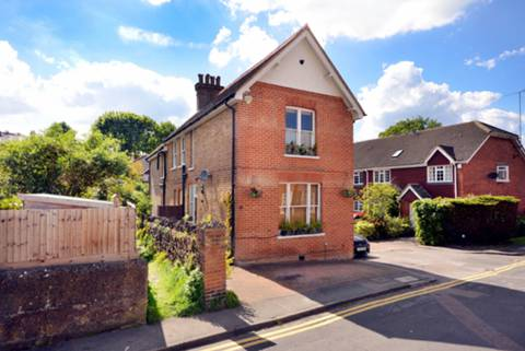 View full details for Chesham Road, Guildford, GU1