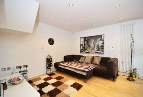View full details for Kings Avenue, Clapham, SW4