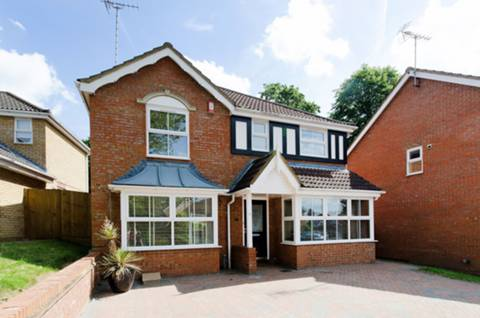 View full details for Wellington Close, Hatch End, WD19