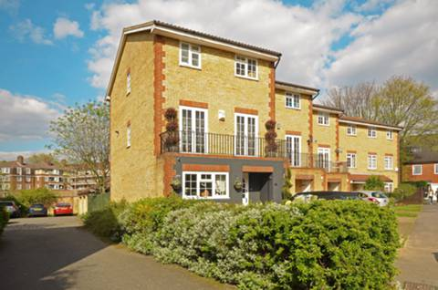 View full details for Worcester Drive, Chiswick, W4