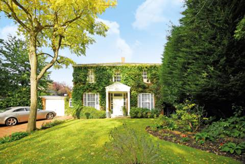 View full details for Coombe House Chase, Coombe, KT3