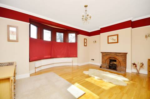 View full details for Aldersbrook Road, Aldersbrook, E12