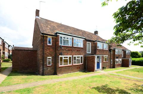 View full details for Amberden Avenue, Finchley Central, N3
