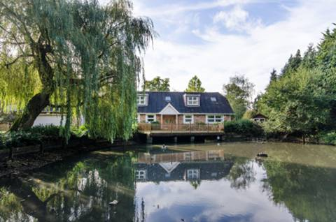 View full details for Home Farm Road, Rickmansworth, WD3