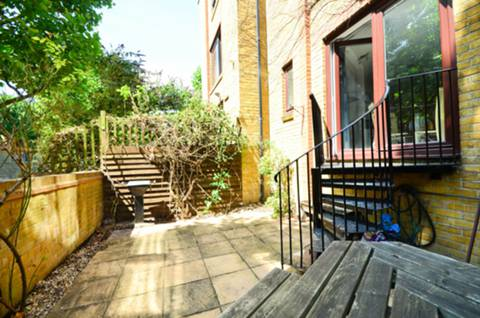 View full details for Roding Mews, Wapping, E1W