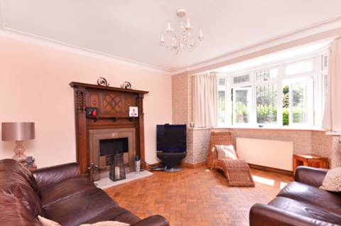 View full details for Queen Annes Place, Bush Hill Park, EN1