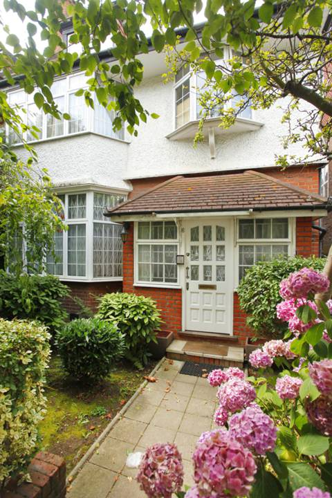 View full details for Templars Avenue, Temple Fortune, NW11
