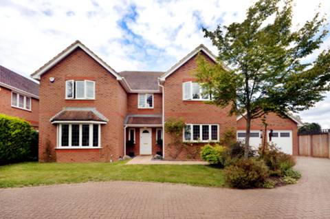 View full details for Kettlebury Keep, Worplesdon, GU3