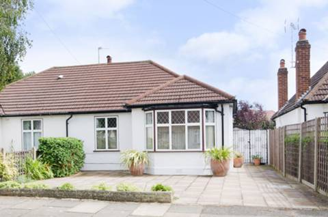 View full details for Derwent Avenue, Hatch End, HA5