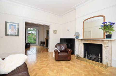 View full details for Highbury Hill, Islington, N5