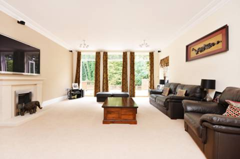 View full details for Old Malden Lane, Worcester Park, KT4