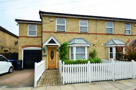 View full details for Raleigh Road, Enfield Town, EN2