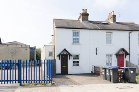 View full details for Chase Road, Oakwood, N14