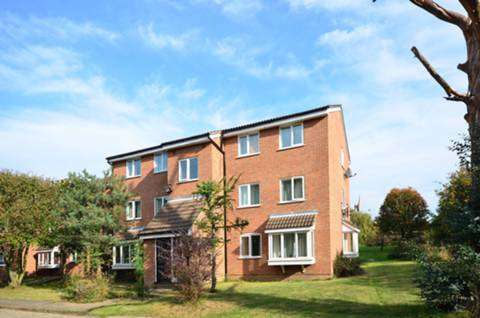 View full details for Silver Birch Close, Friern Barnet, N11