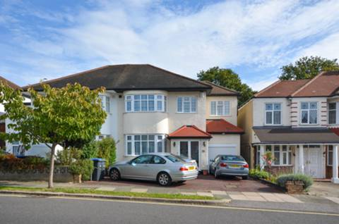View full details for South Lodge Drive, Oakwood, N14