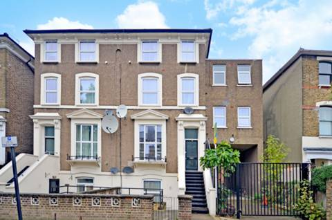 View full details for Shaftesbury Road, Stroud Green, N19