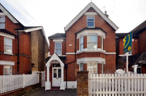 View full details for St Johns Road, Richmond, TW9