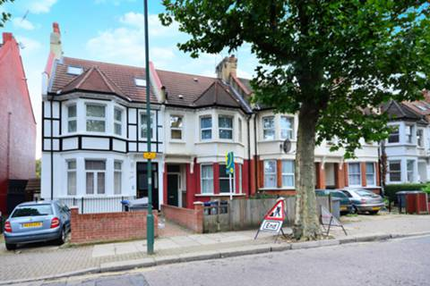 View full details for Brondesbury Park, Willesden Green, NW2