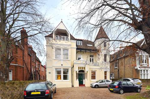 View full details for North Common Road, Ealing Broadway, W5
