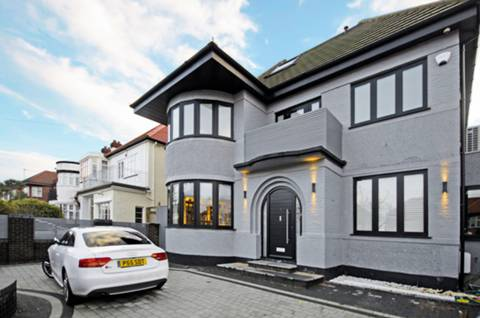 View full details for Rowdon Avenue, Willesden, NW10